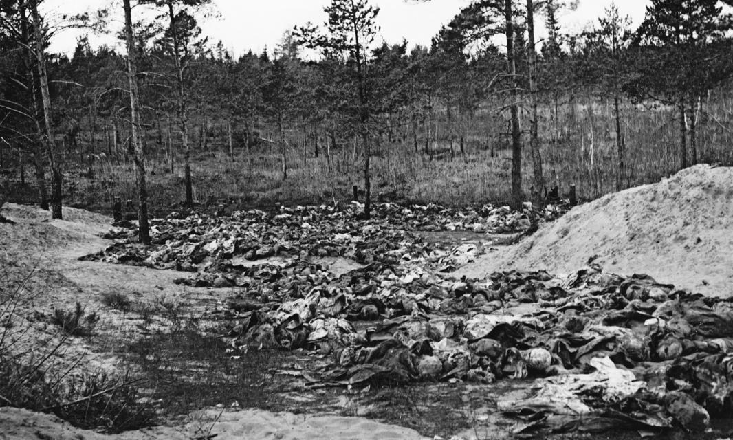 Kwiecień–czerwiec 1943. Prace ekshumacyjne w lesie katyńskim. Fot. Muzeum Katyńskie w Warszawie Dzień Pamięci Ofiar Zbrodni Katyńskiej