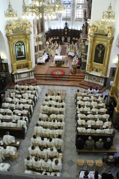 Wielki Czwartek Katerda Tarnow1 Wielki Czwartek   pierwszy dzień Triduum Paschalnego
