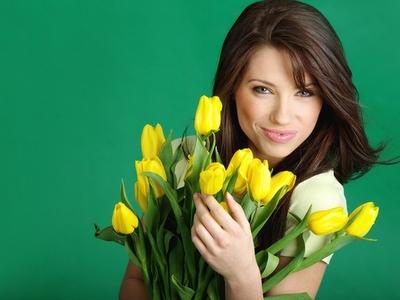 kobieta kwiaty Życzenia na Dzień Kobiet