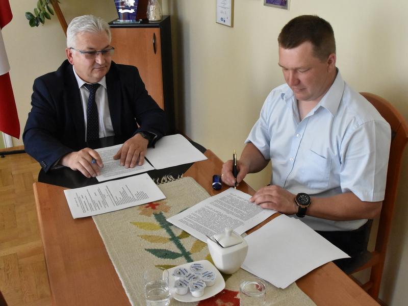 DSC 0815 Podpisanie umowy na budowę drogi od ul. Sucharskiego w Dąbrowie Tarnowskiej