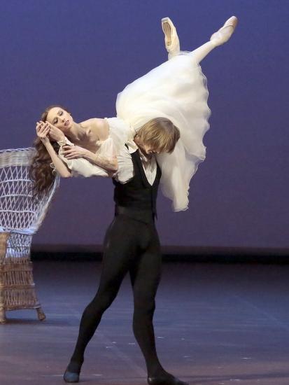 5.BOL DAME AUXCAMELIASLady zakharova revazov2 by damir yusupov Już jutro Dama Kameliowa w wersji baletowej w Dąbrowskim Domu Kultury