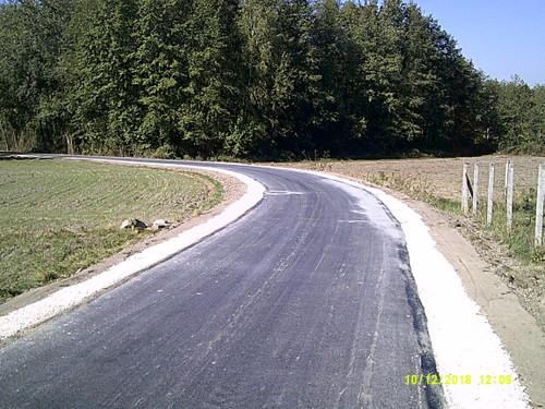 DSCF0002 Nowa nawierzchnia asfaltowa na części drogi w Morzychnie