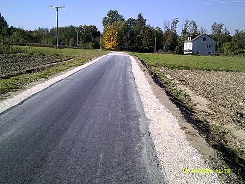 DSCF0005 Nowa nawierzchnia asfaltowa na części drogi w Morzychnie