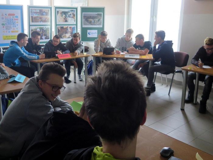IMG 8108aa Warsztaty w ramach Tygodnia Edukacji Globalnej w Miejskiej Bibliotece Publicznej w Dąbrowie Tarnowskiej