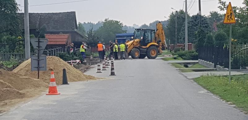 20190821 082712 Gmina Dąbrowa Tarnowska zapewniła współfinansowanie chodników przy drogach powiatowych
