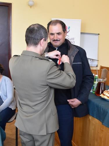 """DSC 0523 001 Wręczenie srebrnych medali """"Za zasługi dla obronności kraju"""""""