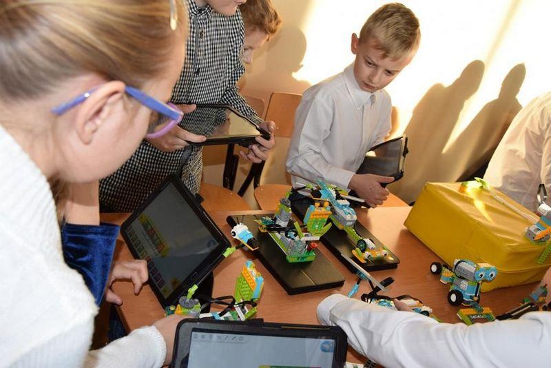 """DSC 0217 Copy """"My też możemy programować – zajęcia z robotyki dla mieszkańców subregionu tarnowskiego"""" – podsumowane projektu"""