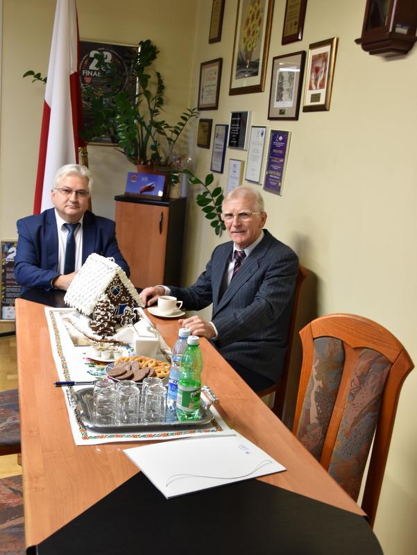 DSC 0218 Profesor Jan Chmura z wizytą w Urzędzie Miejskim w Dąbrowie Tarnowskiej