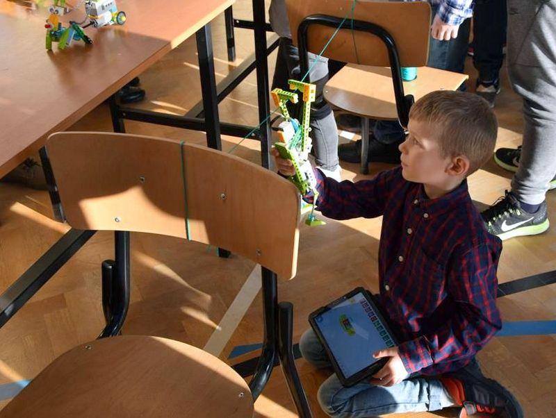 """DSC 0221 Copy """"My też możemy programować – zajęcia z robotyki dla mieszkańców subregionu tarnowskiego"""" – podsumowane projektu"""
