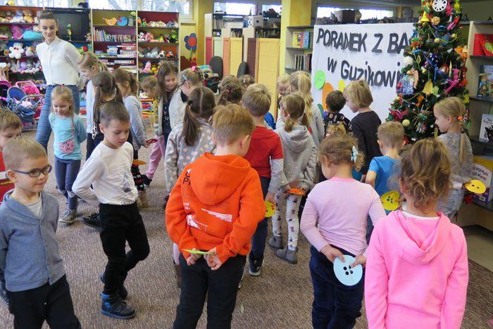 IMG 2219 Poranek z Bajką – w Miejskiej Bibliotece Publicznej jak w Guzikowie