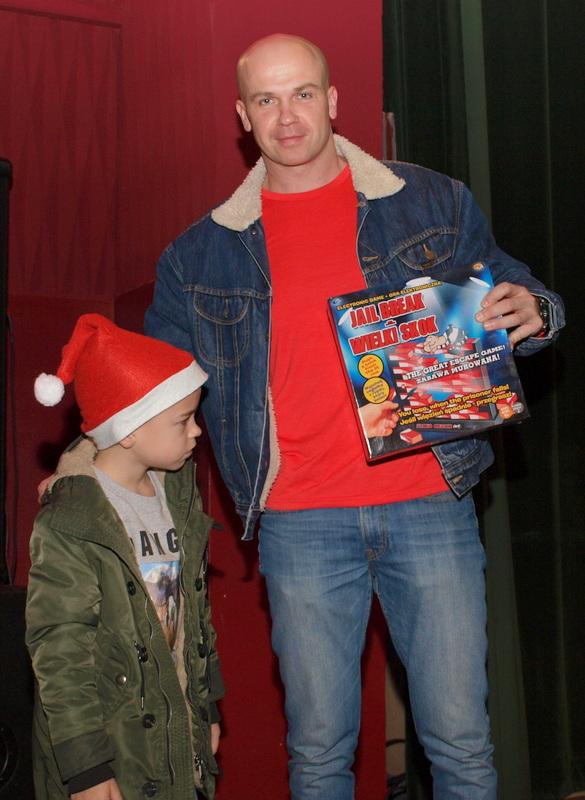 P1018626 Święty Mikołaj w Dąbrowskim Domu Kultury w kilku odsłonach