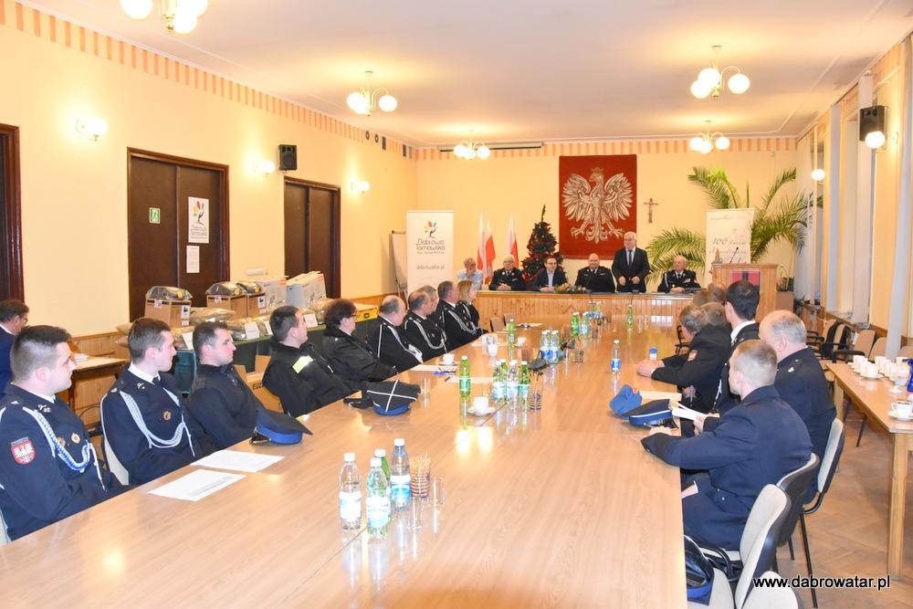 Przekazanie sprzętu dla OSP MS FS Gmina Dąbrowa Tarnowska 2020 1 Uroczyste przekazanie sprzętu jednostkom OSP z Gminy Dąbrowa Tarnowska w ramach Funduszu Sprawiedliwości Ministerstwa Sprawiedliwości