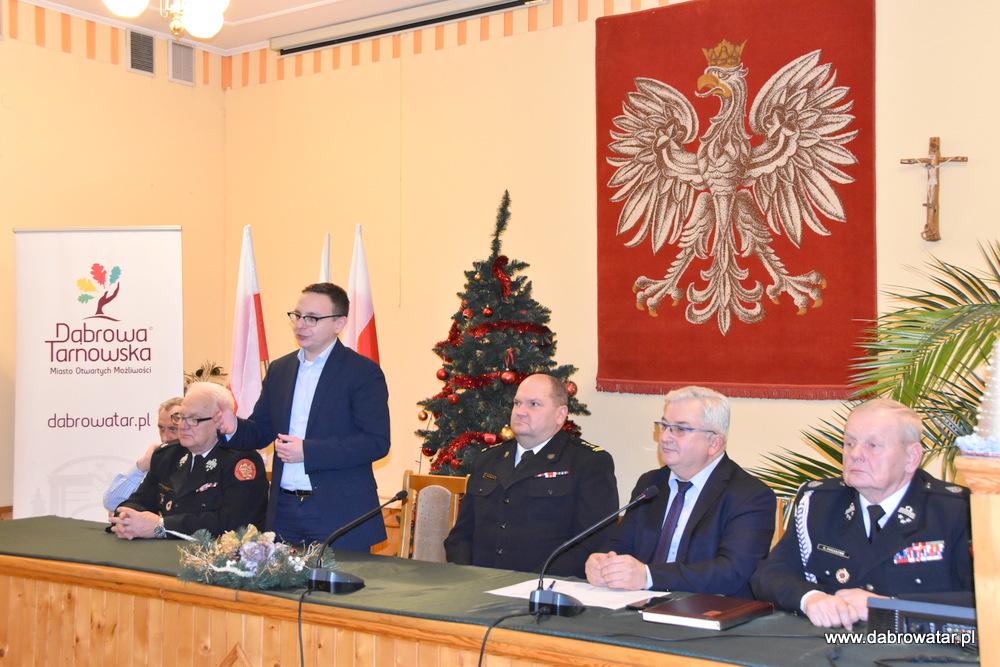 Przekazanie sprzętu dla OSP MS FS Gmina Dąbrowa Tarnowska 2020 11 Uroczyste przekazanie sprzętu jednostkom OSP z Gminy Dąbrowa Tarnowska w ramach Funduszu Sprawiedliwości Ministerstwa Sprawiedliwości