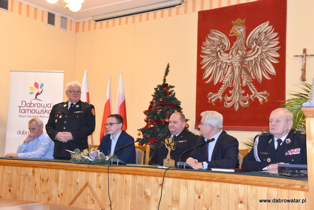 Przekazanie sprzętu dla OSP MS FS Gmina Dąbrowa Tarnowska 2020 17 Uroczyste przekazanie sprzętu jednostkom OSP z Gminy Dąbrowa Tarnowska w ramach Funduszu Sprawiedliwości Ministerstwa Sprawiedliwości