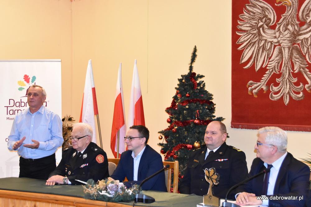 Przekazanie sprzętu dla OSP MS FS Gmina Dąbrowa Tarnowska 2020 18 Uroczyste przekazanie sprzętu jednostkom OSP z Gminy Dąbrowa Tarnowska w ramach Funduszu Sprawiedliwości Ministerstwa Sprawiedliwości