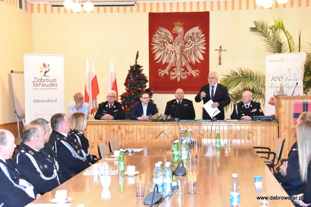 Przekazanie sprzętu dla OSP MS FS Gmina Dąbrowa Tarnowska 2020 2 Uroczyste przekazanie sprzętu jednostkom OSP z Gminy Dąbrowa Tarnowska w ramach Funduszu Sprawiedliwości Ministerstwa Sprawiedliwości