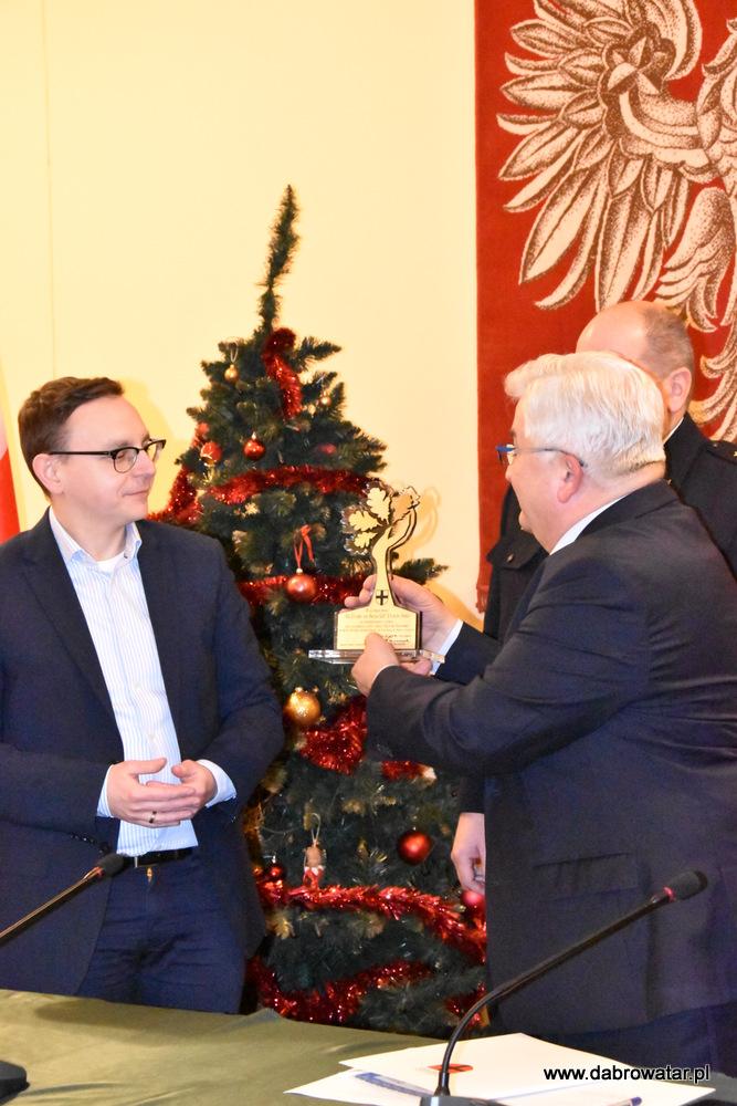 Przekazanie sprzętu dla OSP MS FS Gmina Dąbrowa Tarnowska 2020 20 Uroczyste przekazanie sprzętu jednostkom OSP z Gminy Dąbrowa Tarnowska w ramach Funduszu Sprawiedliwości Ministerstwa Sprawiedliwości