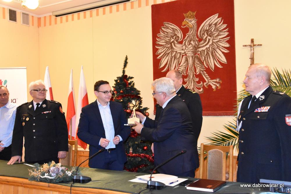 Przekazanie sprzętu dla OSP MS FS Gmina Dąbrowa Tarnowska 2020 21 Uroczyste przekazanie sprzętu jednostkom OSP z Gminy Dąbrowa Tarnowska w ramach Funduszu Sprawiedliwości Ministerstwa Sprawiedliwości