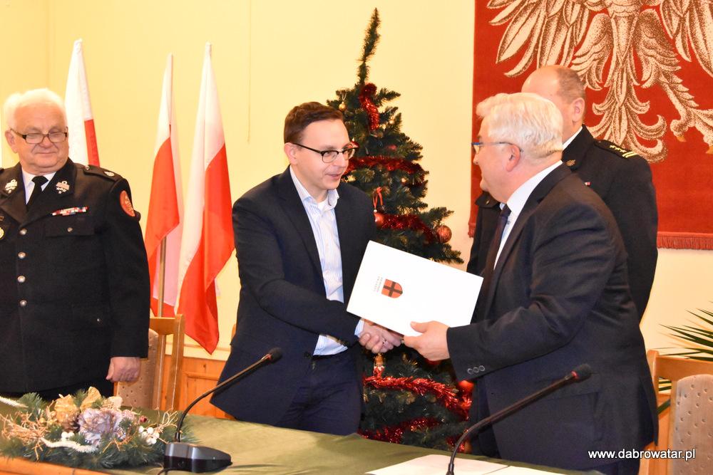 Przekazanie sprzętu dla OSP MS FS Gmina Dąbrowa Tarnowska 2020 23 Uroczyste przekazanie sprzętu jednostkom OSP z Gminy Dąbrowa Tarnowska w ramach Funduszu Sprawiedliwości Ministerstwa Sprawiedliwości