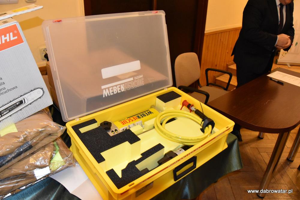 Przekazanie sprzętu dla OSP MS FS Gmina Dąbrowa Tarnowska 2020 25 Uroczyste przekazanie sprzętu jednostkom OSP z Gminy Dąbrowa Tarnowska w ramach Funduszu Sprawiedliwości Ministerstwa Sprawiedliwości