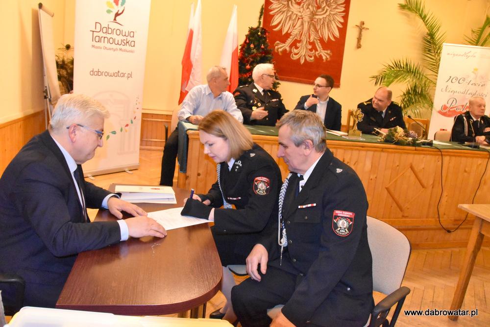 Przekazanie sprzętu dla OSP MS FS Gmina Dąbrowa Tarnowska 2020 32 Uroczyste przekazanie sprzętu jednostkom OSP z Gminy Dąbrowa Tarnowska w ramach Funduszu Sprawiedliwości Ministerstwa Sprawiedliwości
