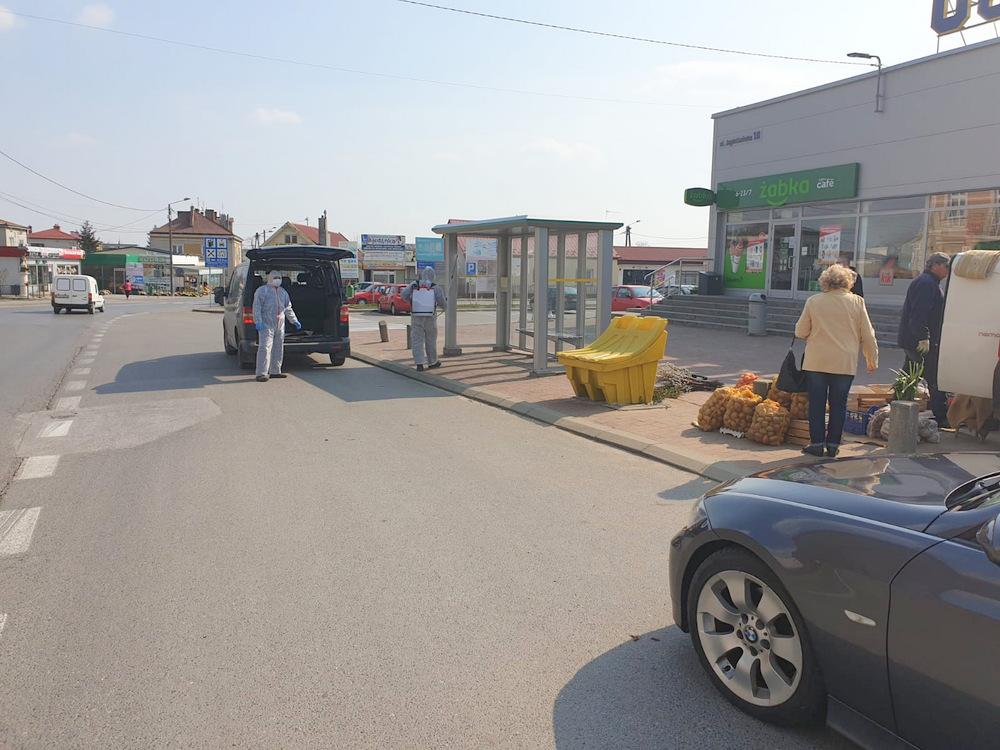Dezynfekcja przystanków Dąbrowa Tarnowska 1 MPK zdezyfekowało wiaty przystankowe