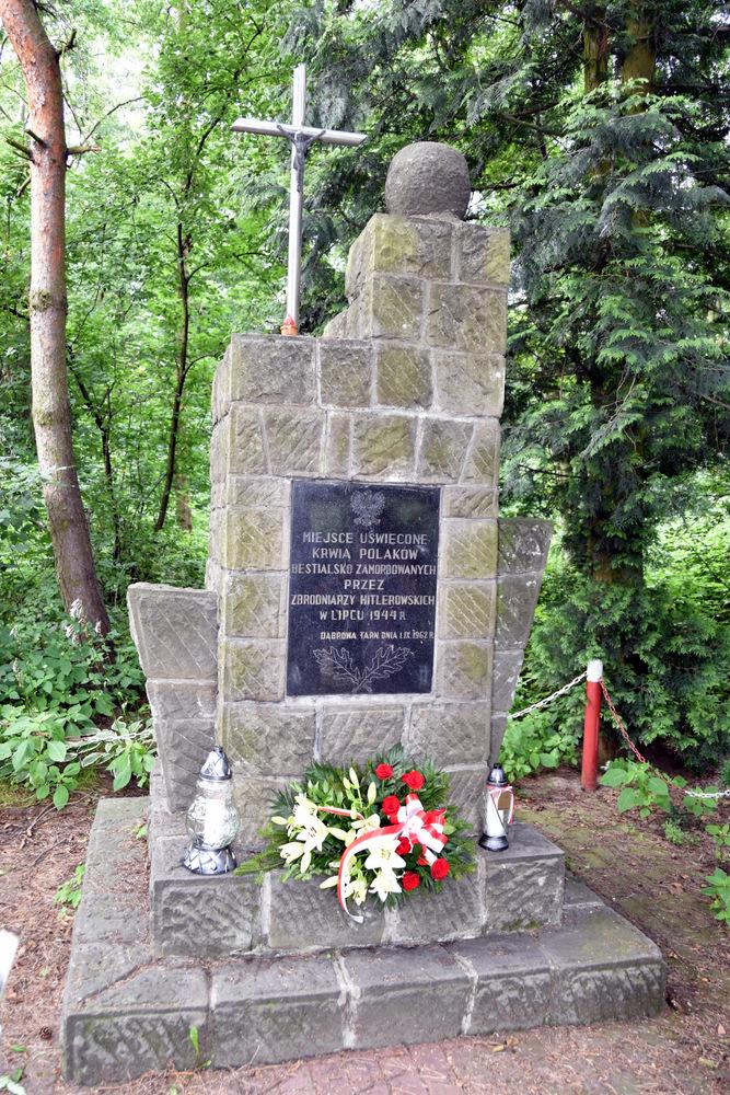 Pomnik w Lasku Danielnik 29 07 2020 7 Samorządowcy w hołdzie zamordowanym w dąbrowskim Danielniku