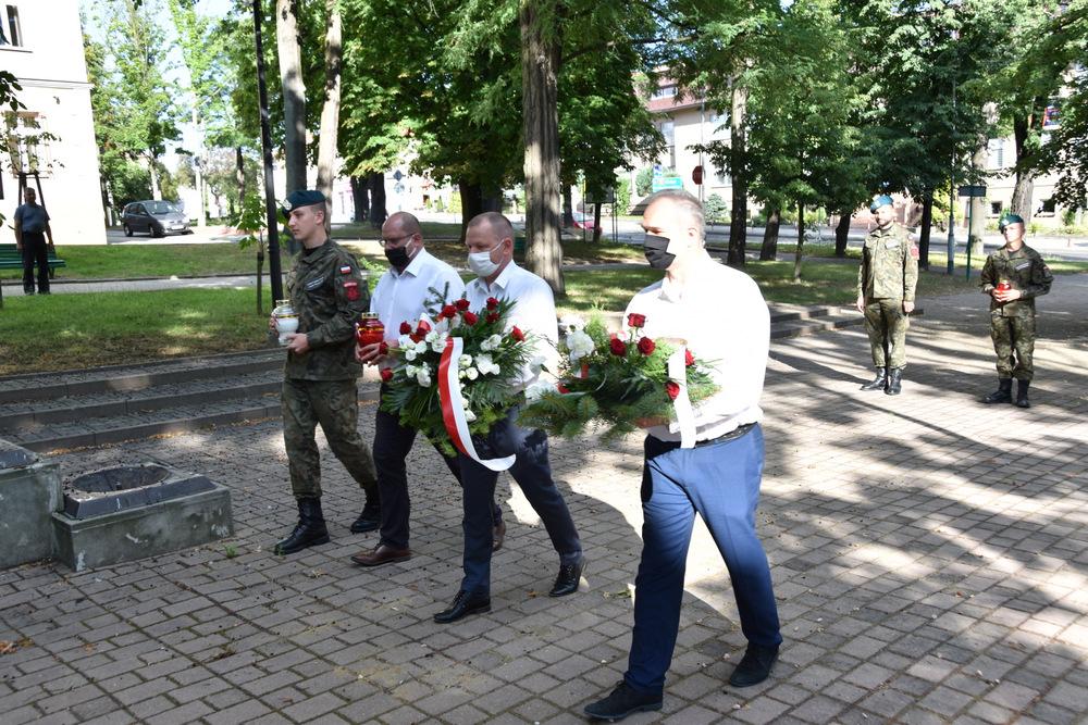DąbrowaTarnowska 1 sierpnia 2020 76 Rocznica PW 6 Samorządowcy i dąbrowscy Strzelcy JS 2083 oddali hołd bohaterom Powstania Warszawskiego