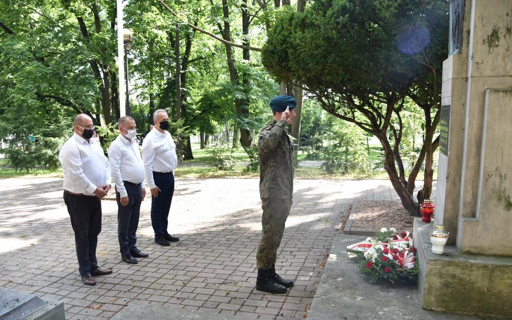 DąbrowaTarnowska 1 sierpnia 2020 76 Rocznica PW 9 Samorządowcy i dąbrowscy Strzelcy JS 2083 oddali hołd bohaterom Powstania Warszawskiego