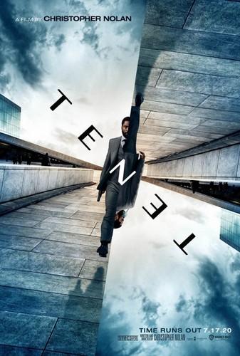"t plakat ""Tenet""   premiera filmu Christophera Nolana w Dąbrowie Tarnowskiej"