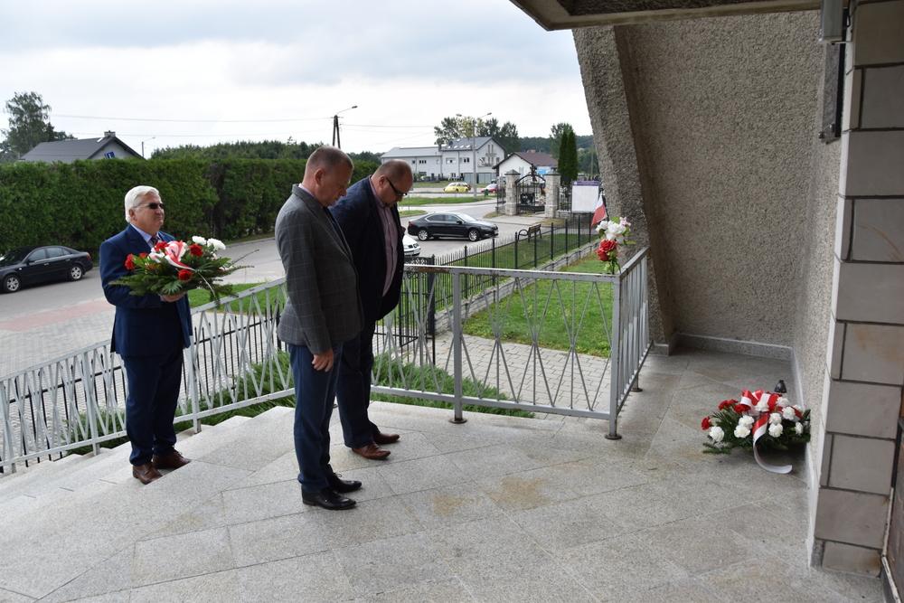 17września2020 4 W 81. rocznicę agresji Sowieckiej Rosji na Polskę, samorządowcy oddali hołd pomordowanym na Wschodzie