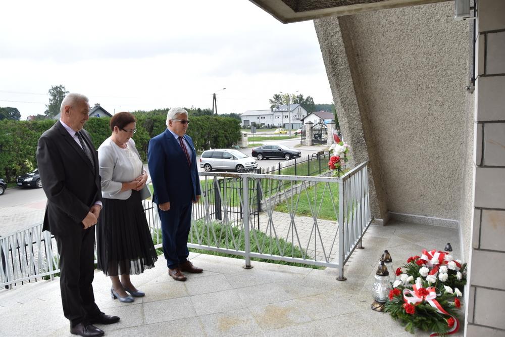 17września2020 7 W 81. rocznicę agresji Sowieckiej Rosji na Polskę, samorządowcy oddali hołd pomordowanym na Wschodzie