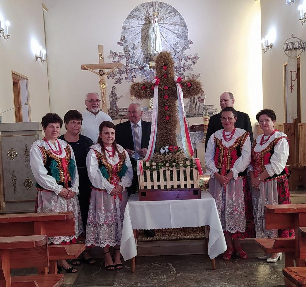 2 DOŻYNKI BRNIK 2020 1 W sołectwie Brnik, zgodnie z wieloletnią tradycją, dziękowali Bogu za zebrane plony