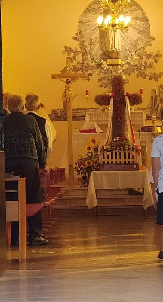 3 DOŻYNKI BRNIK 2020 7 W sołectwie Brnik, zgodnie z wieloletnią tradycją, dziękowali Bogu za zebrane plony