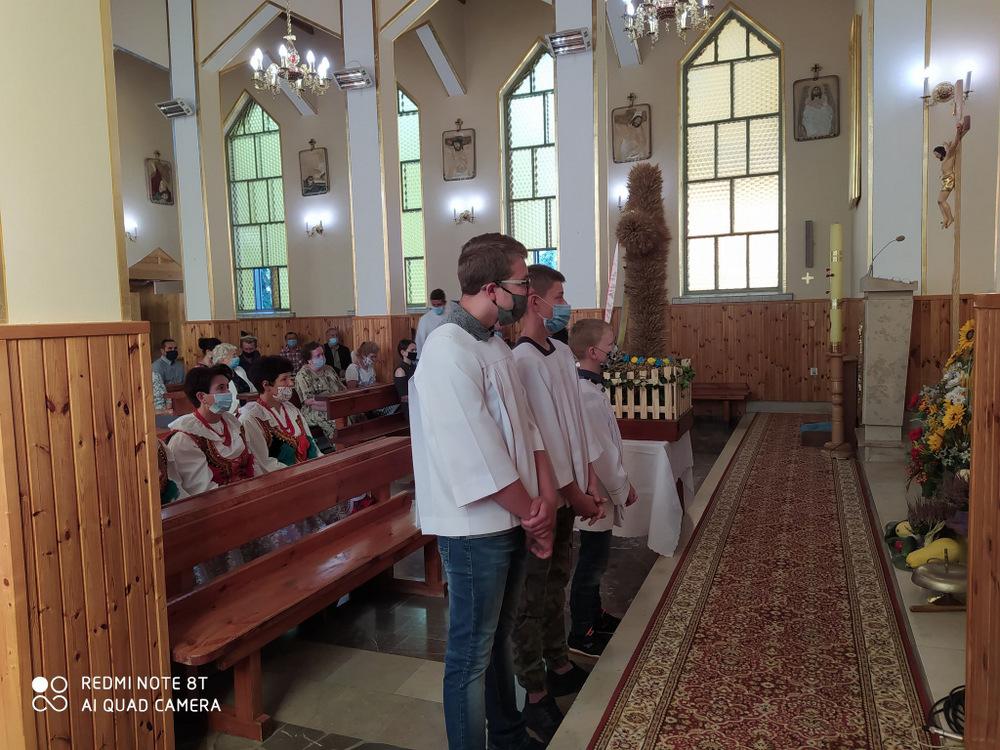 5 DOŻYNKI BRNIK 2020 4 W sołectwie Brnik, zgodnie z wieloletnią tradycją, dziękowali Bogu za zebrane plony