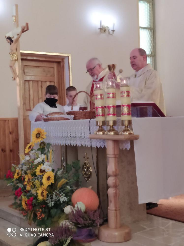 7 DOŻYNKI BRNIK 2020 6 W sołectwie Brnik, zgodnie z wieloletnią tradycją, dziękowali Bogu za zebrane plony
