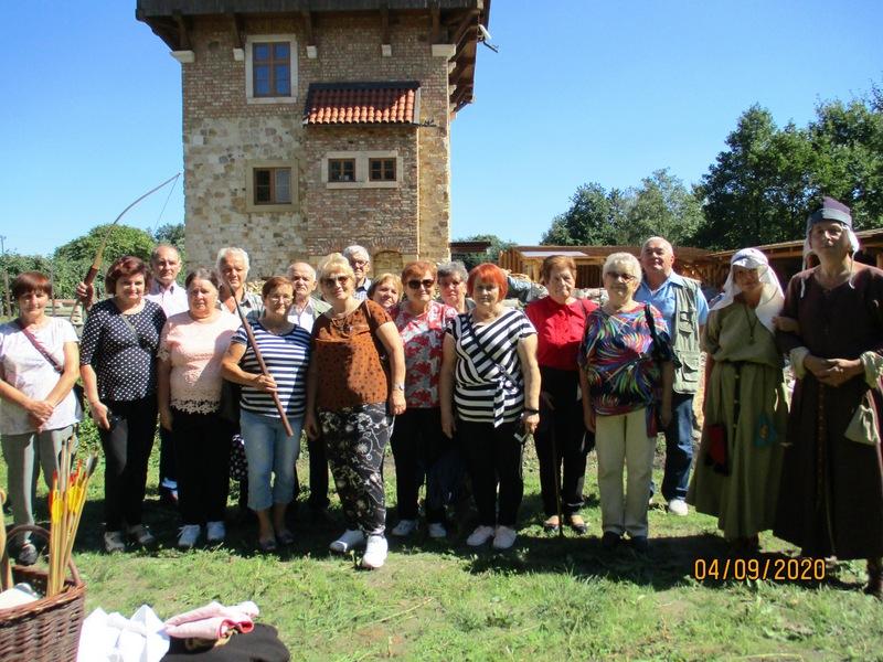 8 Seniorzy pod Wieżycą