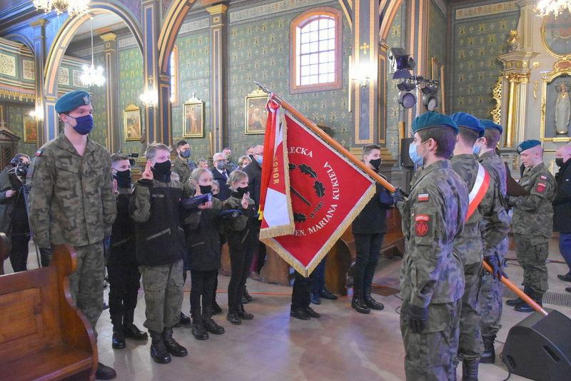 1 Koncert 02 Wspaniały koncert pieśni patriotycznych poświęcony pamięci Żołnierzy Niezłomnych