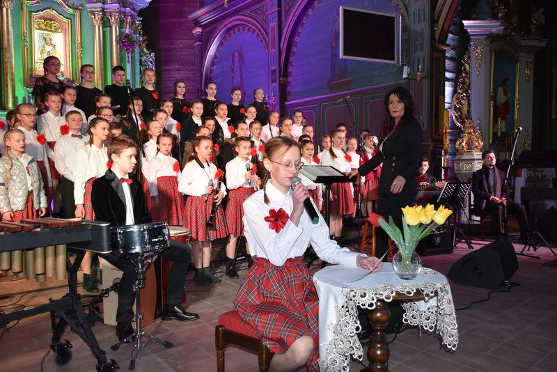 1 Koncert 05 Wspaniały koncert pieśni patriotycznych poświęcony pamięci Żołnierzy Niezłomnych