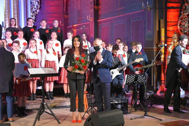 1 Koncert 08 Wspaniały koncert pieśni patriotycznych poświęcony pamięci Żołnierzy Niezłomnych