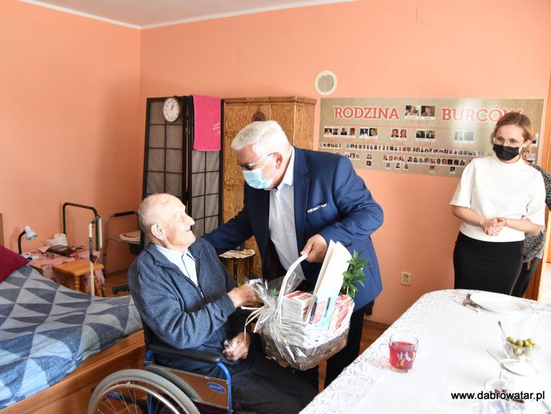 1 Kazimierz Burzec 101 lat 2 Odwiedziny Burmistrza u najstarszego mieszkańca gminy