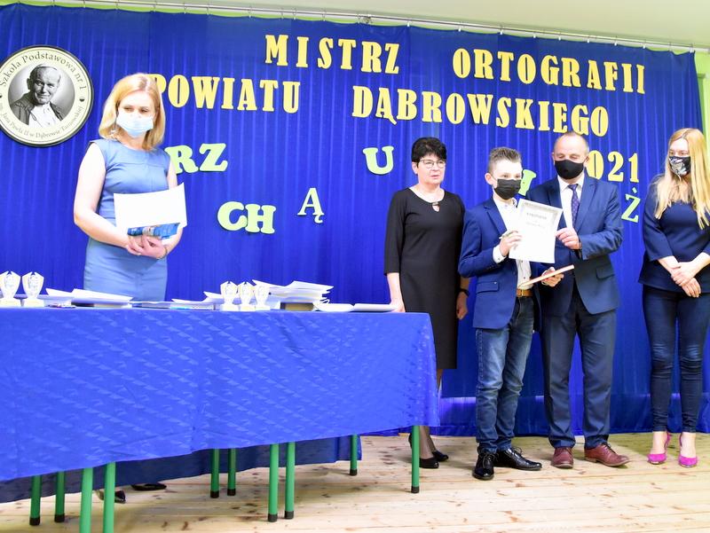 DSC 0070 Mistrzowie ortografii w powiecie dąbrowskim z nagrodami