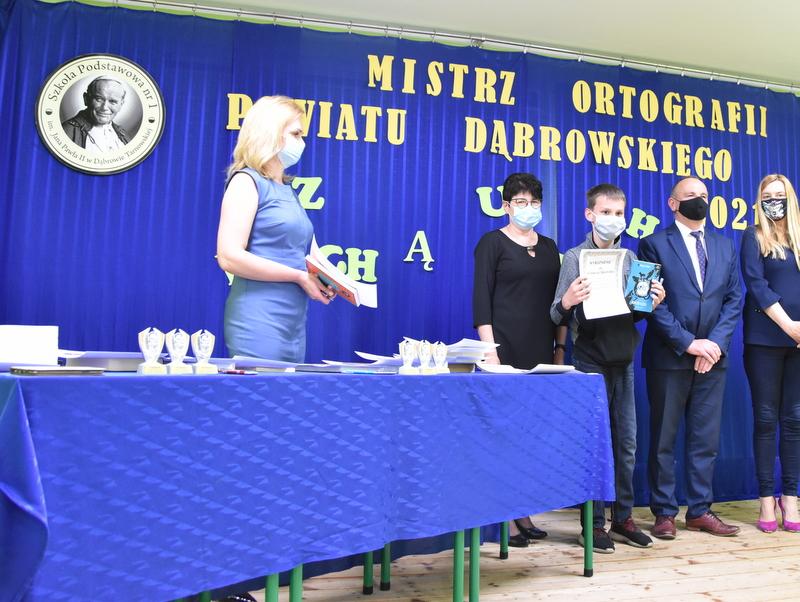 DSC 0075 Mistrzowie ortografii w powiecie dąbrowskim z nagrodami