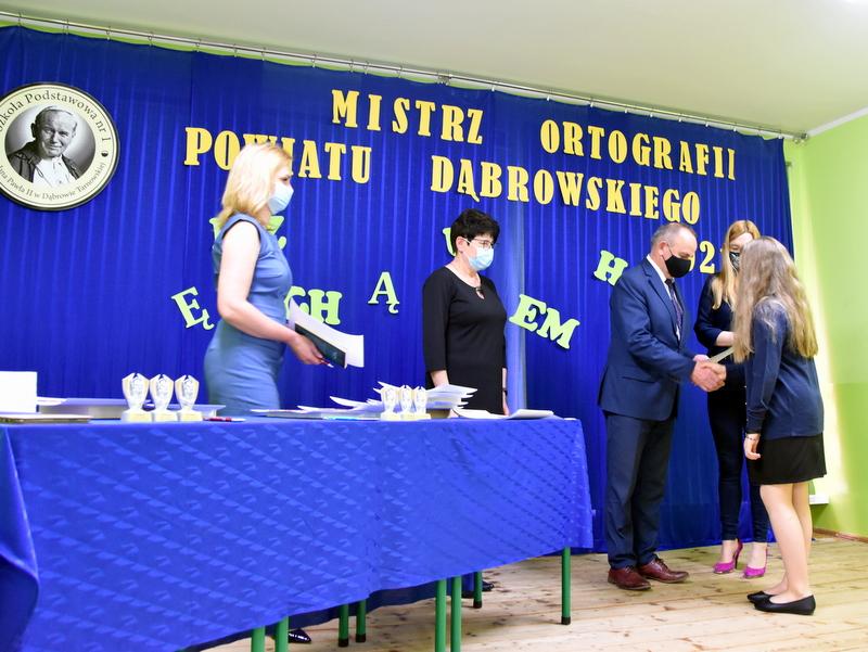 DSC 0076 Mistrzowie ortografii w powiecie dąbrowskim z nagrodami