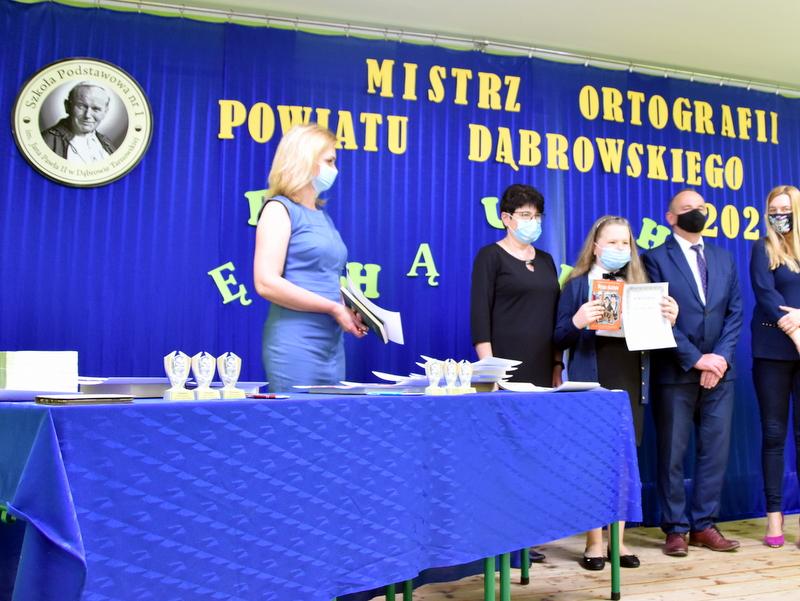 DSC 0077 Mistrzowie ortografii w powiecie dąbrowskim z nagrodami
