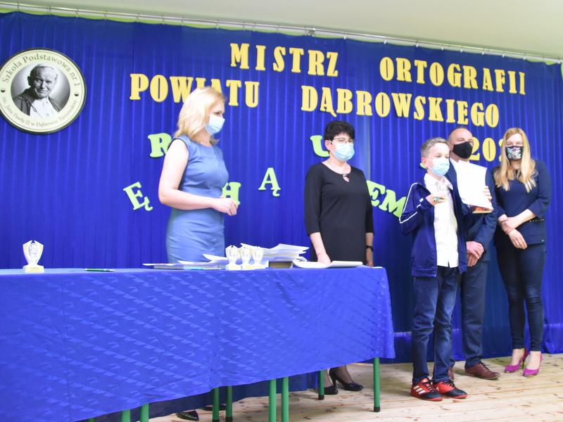 DSC 0082 Mistrzowie ortografii w powiecie dąbrowskim z nagrodami