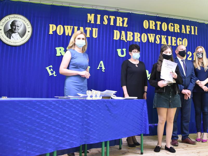 DSC 0084 Mistrzowie ortografii w powiecie dąbrowskim z nagrodami