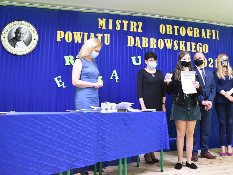 DSC 0085 Mistrzowie ortografii w powiecie dąbrowskim z nagrodami