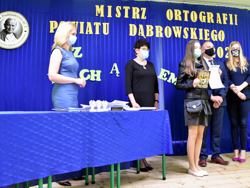 DSC 0087 Mistrzowie ortografii w powiecie dąbrowskim z nagrodami