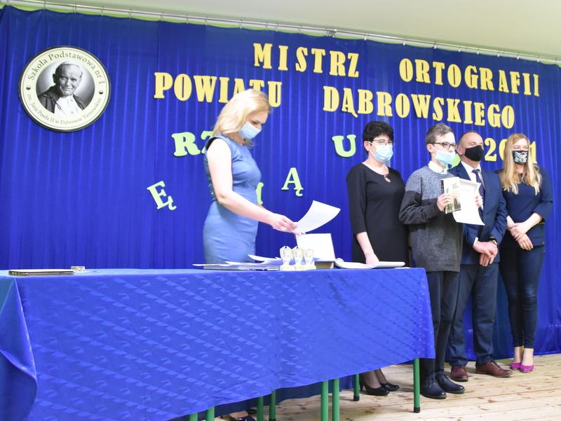 DSC 0089 Mistrzowie ortografii w powiecie dąbrowskim z nagrodami